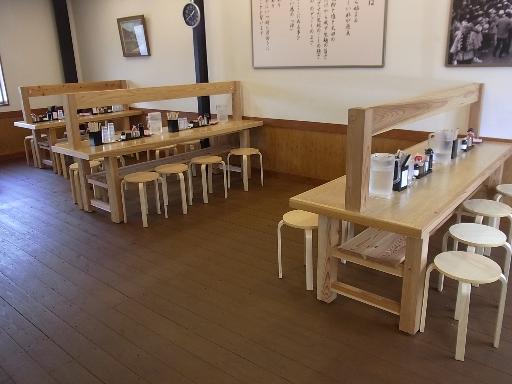テーブルカウンター席