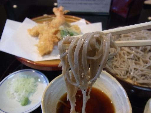 平打ちの細麺