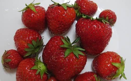 イチゴの赤い実