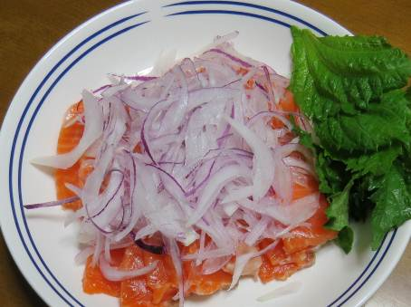 鮭と赤タマネギサラダ