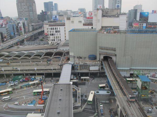 渋谷ヒカリエ11階展望スペースから見た旧東横線渋谷駅と東急百貨店東横店東館。いずれも解体が進む。
