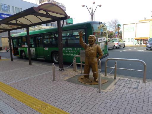 20120107・銅像1・両さん