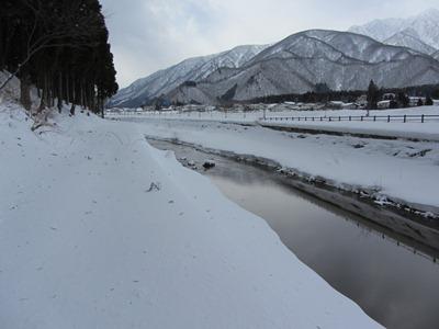 ぐるり回って姫川沿いを歩く