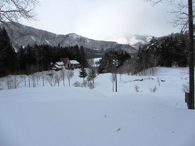 先日スノーシューで歩いたチップ道、今日はクロカンで
