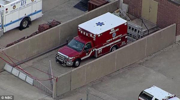 ebola(隔離された救急車)image_convert_20141003001513