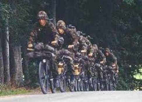 スイス(自転車の兵士)image