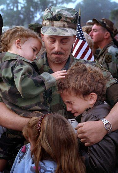 そこはかとなく(兵士のお父さんと子供たち)image