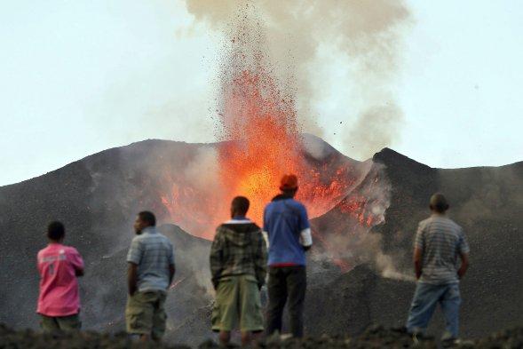 フォゴ(噴火の様子)image