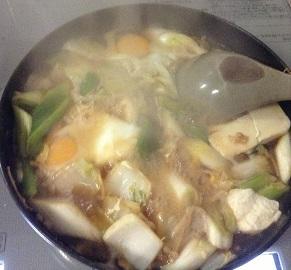 昨日の肉豆腐に、白菜と卵を加えて^^