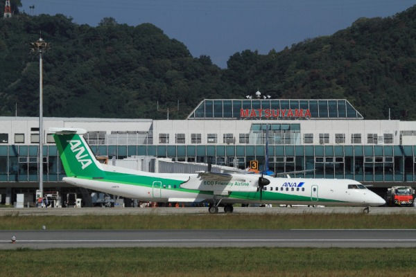 EH DHC-8-402Q JA857A RJOM 131028 02
