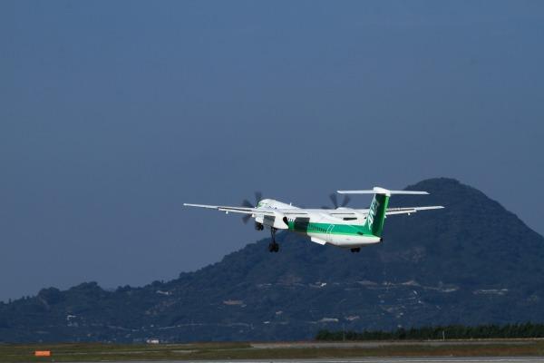 EH DHC-8-402Q JA857A RJOM 131028 04