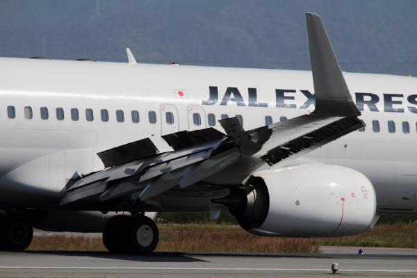 JL B737-486 JA342J RJOM 131028 02