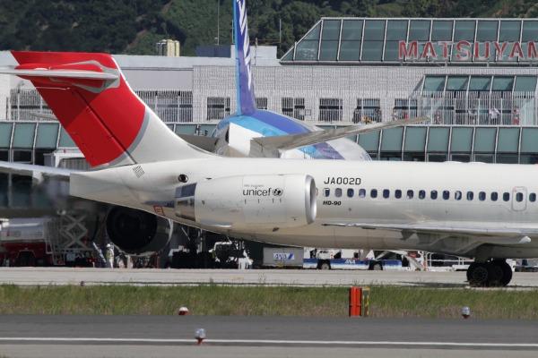 JAL MD90-30 JA002D 101010 006