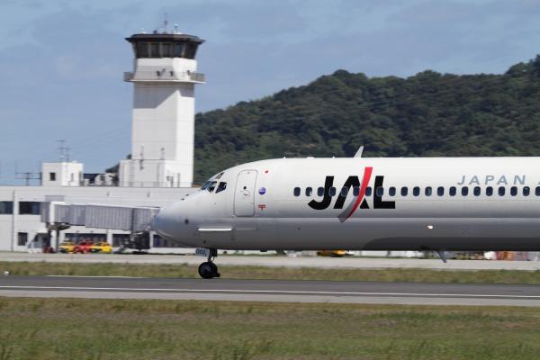 JAL MD90-30 JA002D 101010 011
