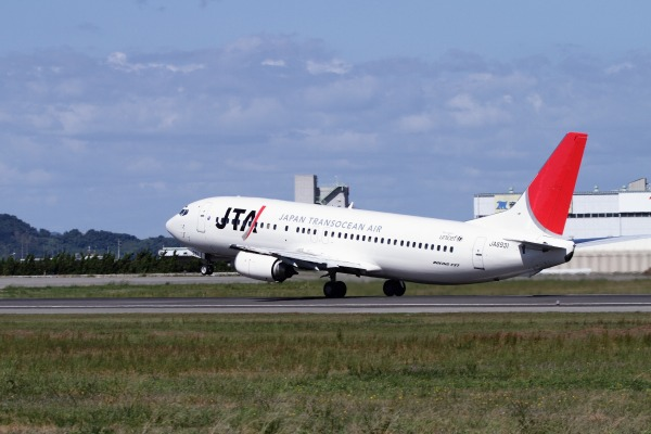 JTA 737-4Q3 JA8931 RJOM 101010 022
