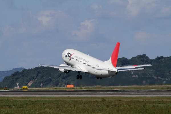 JTA 737-4Q3 JA8931 RJOM 101010 025