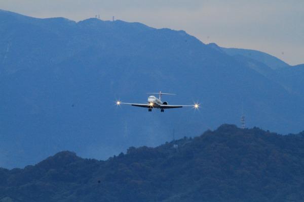 JAL MD90-30 JA005D RJOM 111211 01