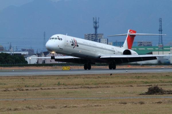 JAL MD90-30 JA005D RJOM 111211 03