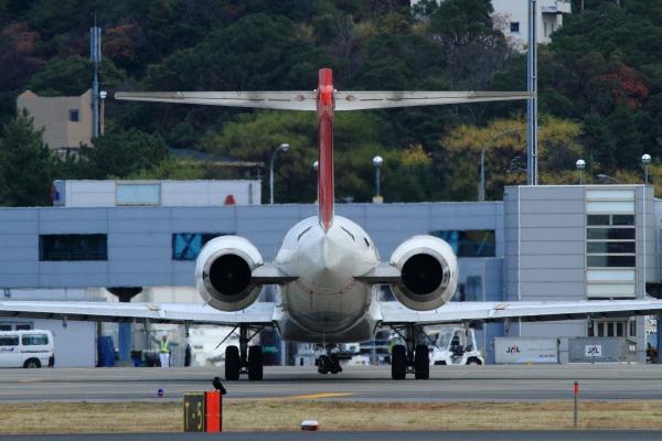 JAL MD90-30 JA005D RJOM 111211 05