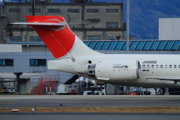 JAL MD90-30 JA005D RJOM 111211 06