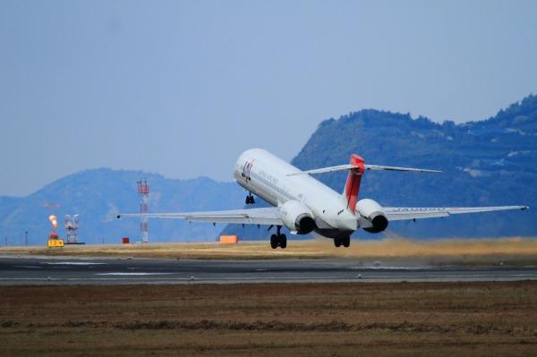 JAL MD90-30 JA005D RJOM 111211 07