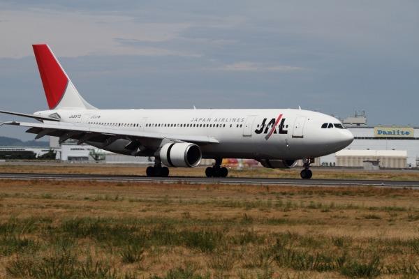 JAL A300B4-600R JA8573 RJOM 100912 001