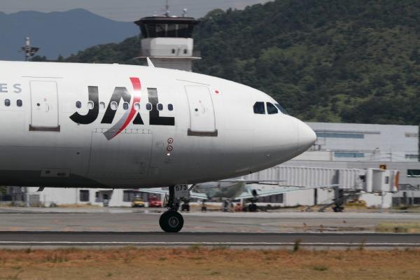 JAL A300B4-600R JA8573 RJOM 100912 006