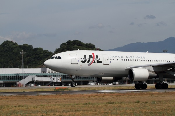 JAL A300B4-600R JA8573 RJOM 100912 022
