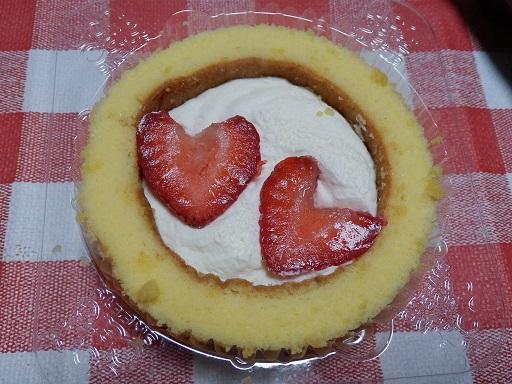 プレミアムロールケーキいちごのせ2