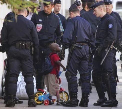警官「やましいことがなければ身分証明を提示できる」←誰か論破して