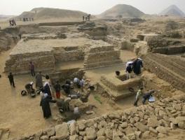 古墳掘り起こして考古学が大発見だとかいってるけど