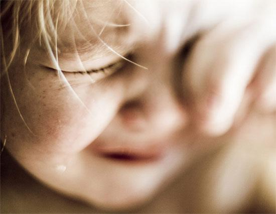 ホリエモン「泣く子供に睡眠薬飲ませろ」つんく「子供は泣くもの」
