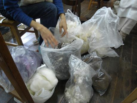 糸紡ぎワークショップ2:羊毛選び