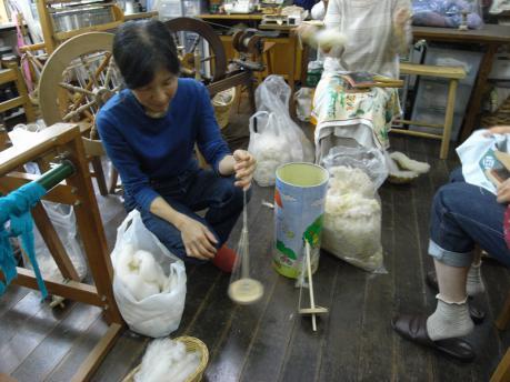 糸紡ぎワークショップ6:スピンドル実演