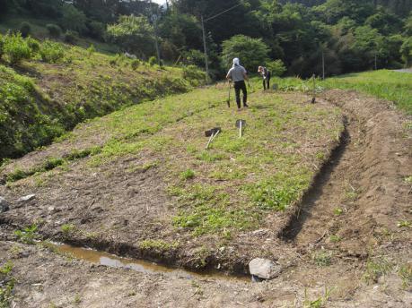 西の田上段 溝掘り