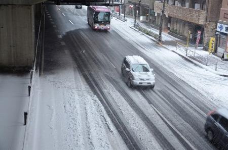 雪 首都圏 スタッドレスタイヤ 東京