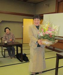 水谷さん お花贈呈1