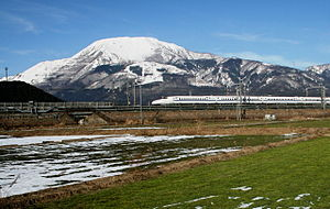 300px-Mount_Ibuki_and_N700_Series_Shinkansen.jpg