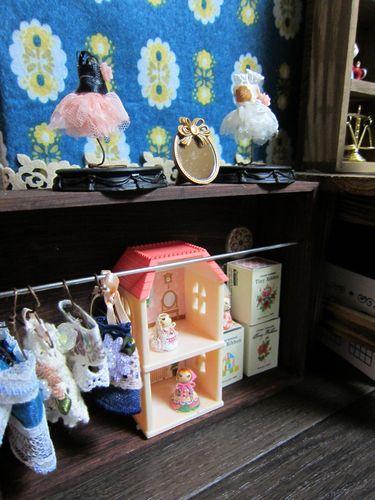 dollshop_left2.jpg