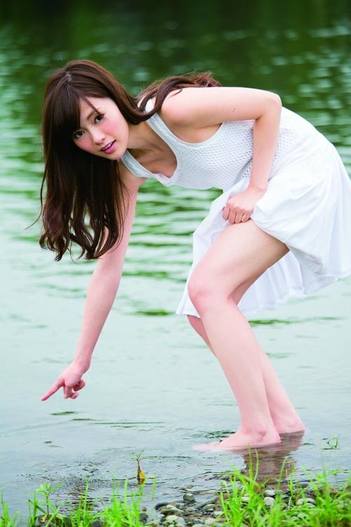 乃木坂エース・白石麻衣、ついに水着解禁!巨匠・篠山紀信氏が撮った16