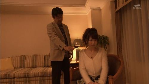 AKB48柏木由紀がオッサンに太ももを触られスカートの中に手を入れられる7