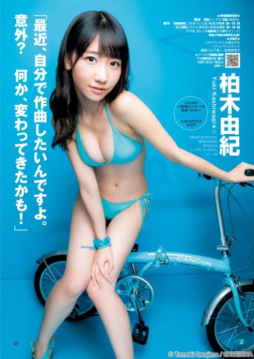 AKB48柏木由紀がオッサンに太ももを触られスカートの中に手を入れられる11