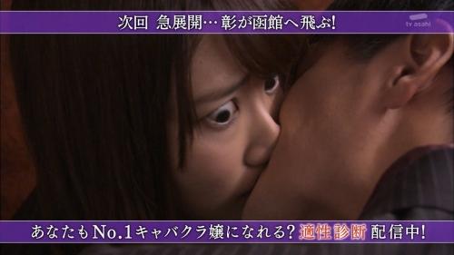 AKB48柏木由紀がオッサンに太ももを触られスカートの中に手を入れられる28