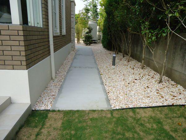 園路と砂利完成