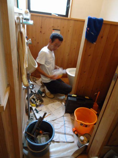 トイレが壊れました修理中