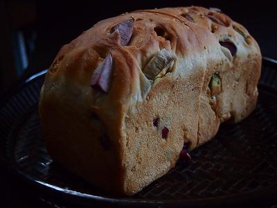 むらさき芋パン1