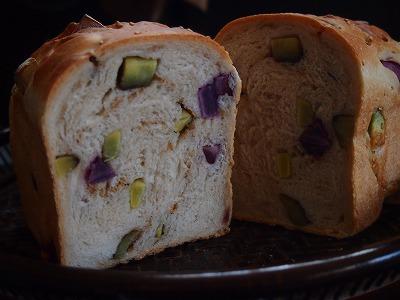 むらさき芋パン4