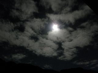 雲間から。