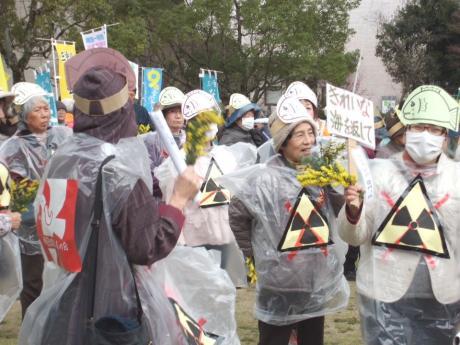 3月10日、津市で600人が脱原発を求め行進
