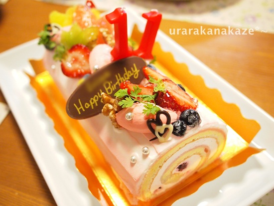 ロールカフェ ベリーのロールケーキのバースデーケーキ